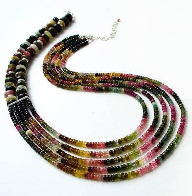 Турмалиновые и коралловые ожерелья, комплекты украшений