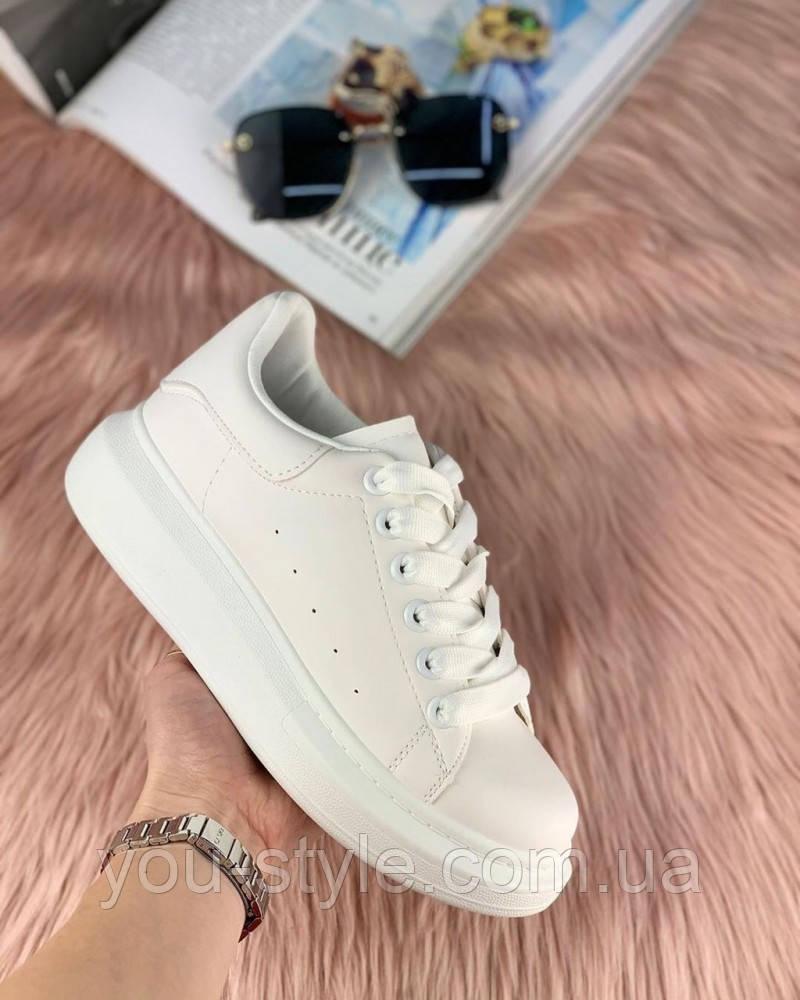 Женские кроссовки маквин белые