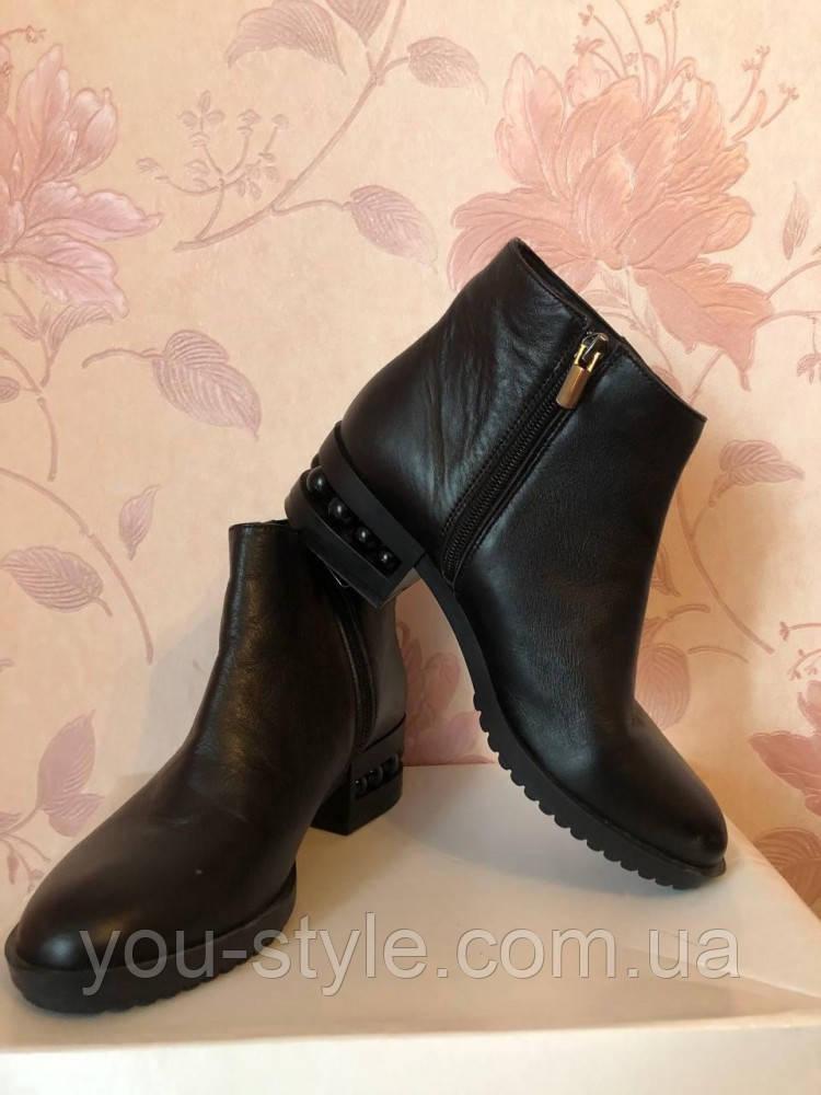 Женские ботинки с бусинками Vanessa черные