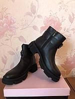 Женские ботинки натуральна кожа с ремишком черные