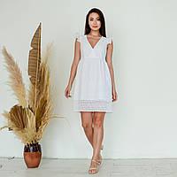 Короткое платье из прошвы летнее с расклешенной юбкой и крыльями на рукавах (р. 42-48) 64py2612