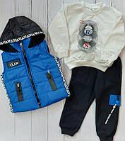 """Костюм трійка дитячий модний з капюшоном на хлопчика 2-5 років (5кол) """"MARI"""" купити оптом в Одесі на 7 км"""