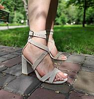 Замшевые босоножки на каблуке цвет беж