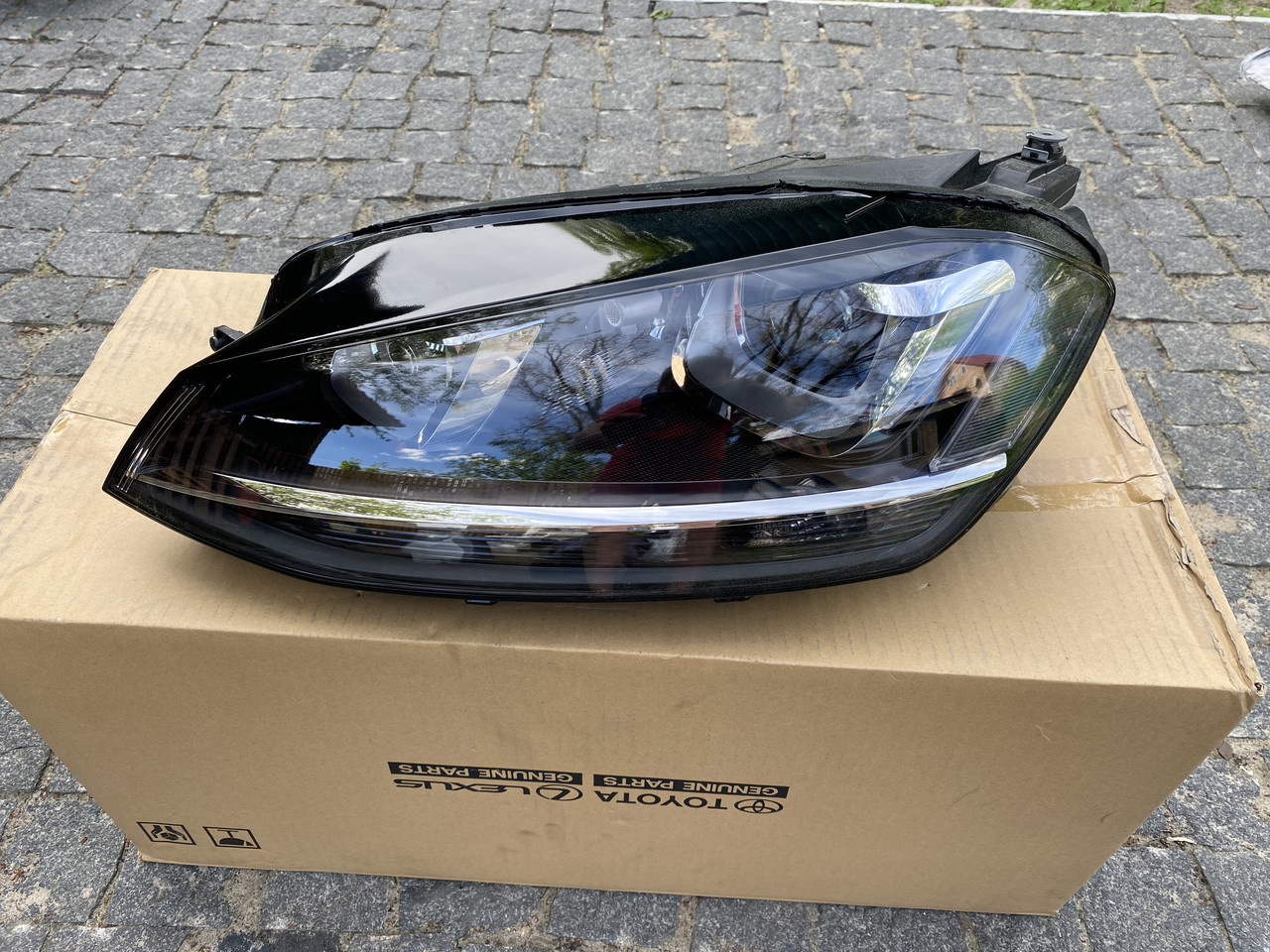 Фара левая VW Golf VII 2013- ксенон 5G1941039
