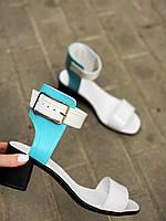 Жіночі шкіряні босоніжки на міні підборах 36-40 р білий+блакитний, фото 1