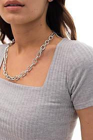 Укороченная женская футболка кроп топ в рубчик с глубоким вырезом