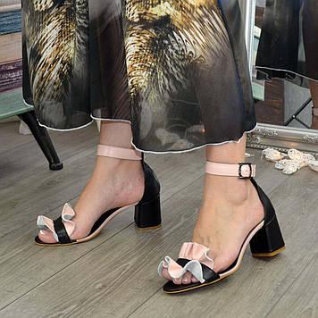 Босоножки женские кожаные на устойчивом каблуке. Цвет черный/пудра. 39 размер