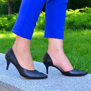 Женские кожаные туфли на невысокой шпильке, цвет черный. 41 размер