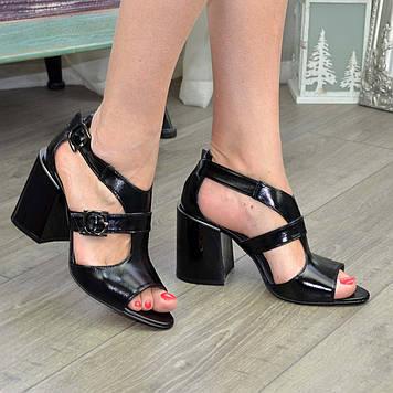Босоножки женские лаковые на высоком каблуке, цвет черный. 39 размер