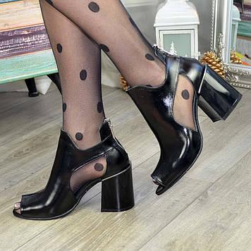 Туфли женские лаковые на высоком каблуке. Цвет черный. 40 размер