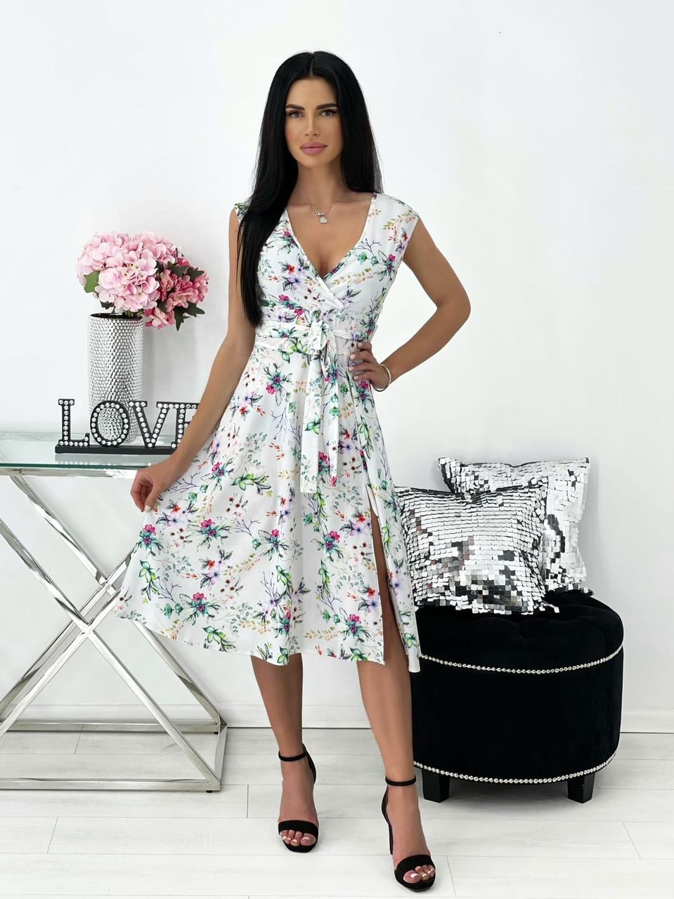 Элегантное легкое платье с разрезом