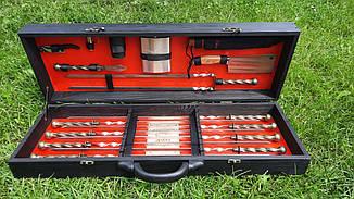 """Набір з 8 шампурів з кованої ручкою """"Вікінг"""" (700х12х3 мм) + комплект, в дерев'яному чорно-червоному кейсі"""