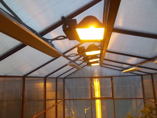 освещение и отопление в теплице
