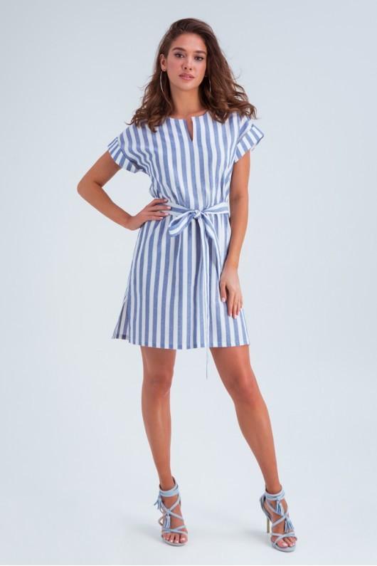 Легке лляне літнє плаття з коротким рукавом та поясом, довжина вище коліна. Білого кольору, блакитна смужка