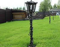 Кованый фонарь для газона