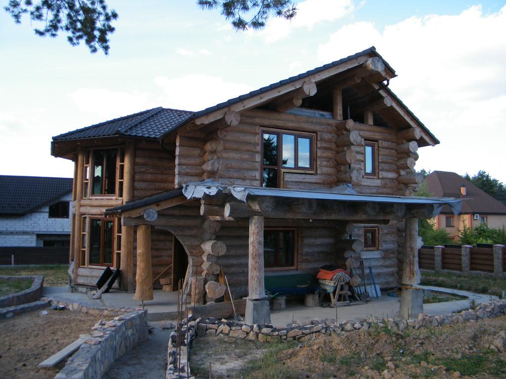 Деревянный коттедж с металлопластиковыми окнами