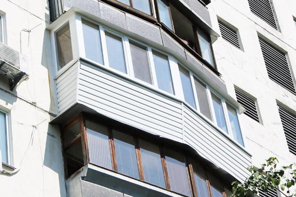 """Остекление балкона """"под ключ"""" с наружной обшивкой сайдингом"""