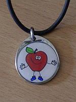 Кулон яблоко в металле на каучуковом шнурке.16