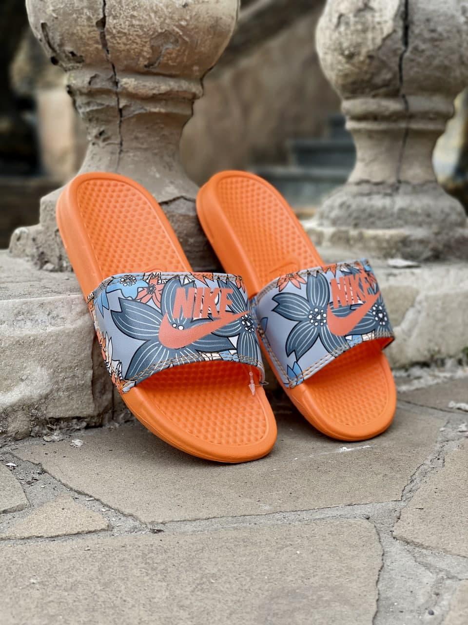 Жіночі шльопанці Nike Benassi (помаранчеві) J225 круті літні тапочки