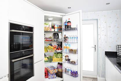 Холодильник не морозит: основные поломки и их причины