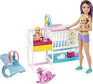 Кукла Барби Скиппер няня Уход за малышами Детская комната Barbie Nursery Skipper Babysitters Mattel GFL38, фото 2