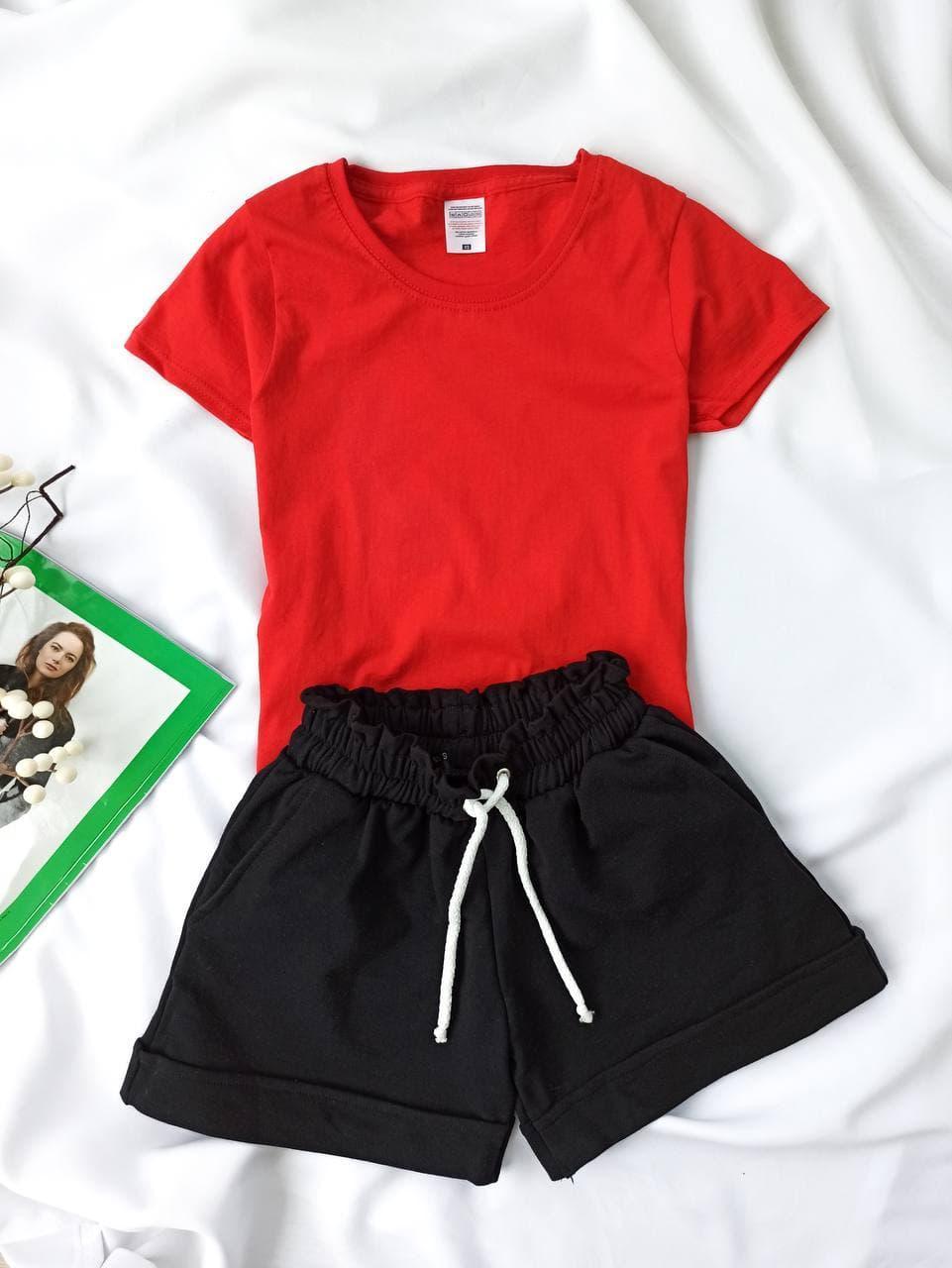 Комплект женский базовый (шорты и футболка). Женский летний костюм (красная футболка + черные шорты).