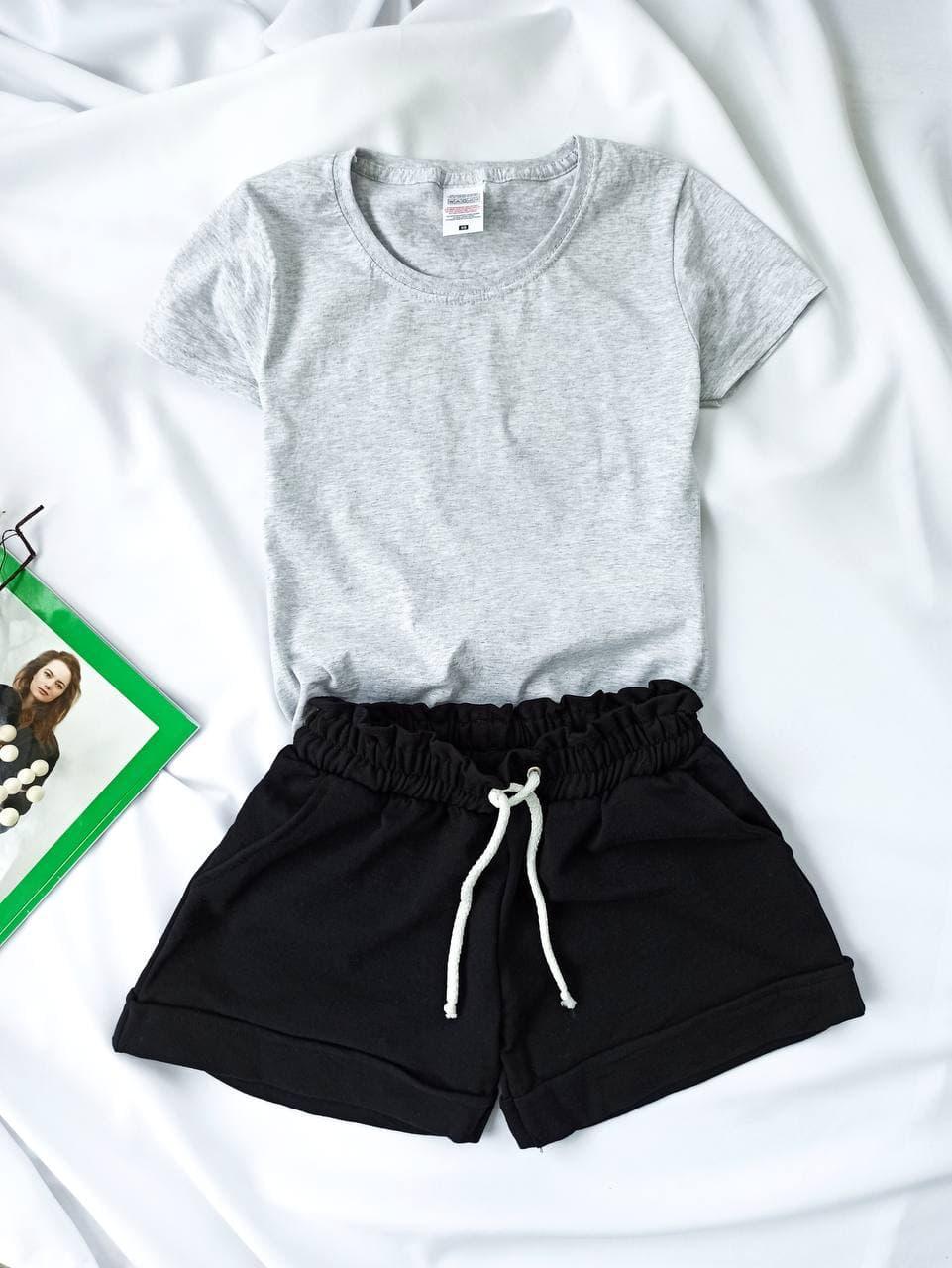 Комплект жіночий базовий (шорти і футболка). Жіночий літній костюм (сіра футболка + чорні шорти).