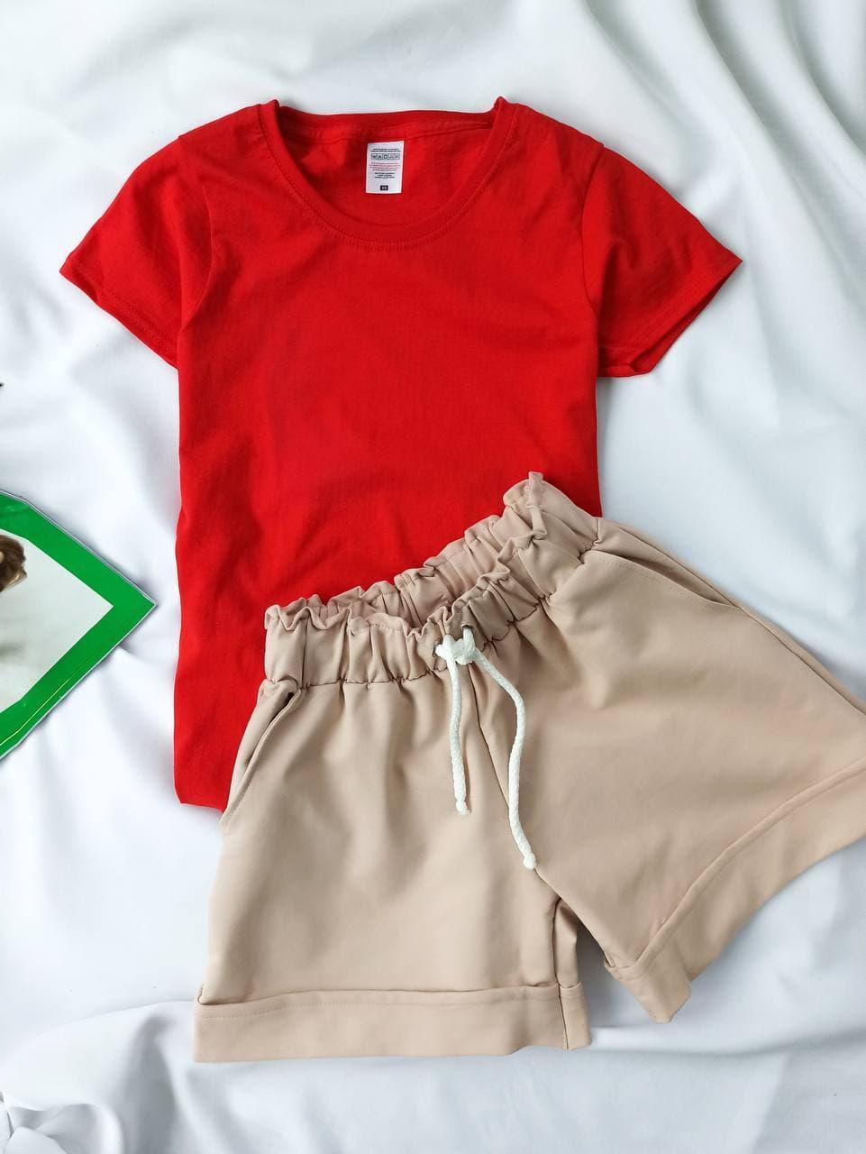 Комплект жіночий базовий (шорти і футболка). Жіночий літній костюм (червона футболка + бежеві шорти).