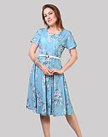 Модне плаття бірюзового кольору ідеально сидить і талія елегантно підкреслена паском