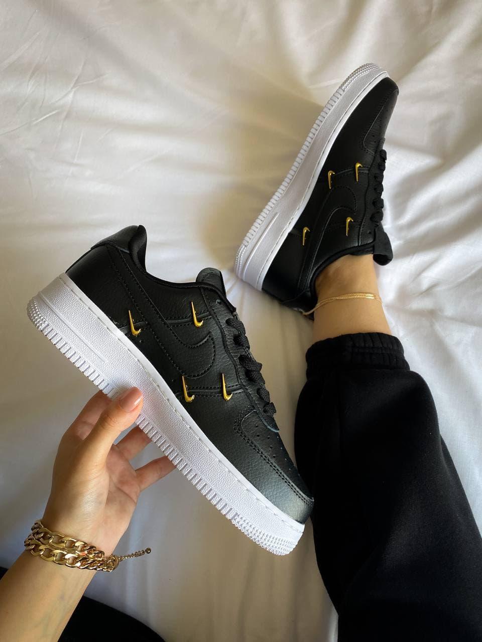 Женские кроссовки Nike Air Force 1 07 LX Sisterhood (чёрные с серым) К4402 качественные стильные