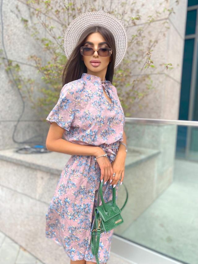 Нежное платье миди в цветочек с поясом