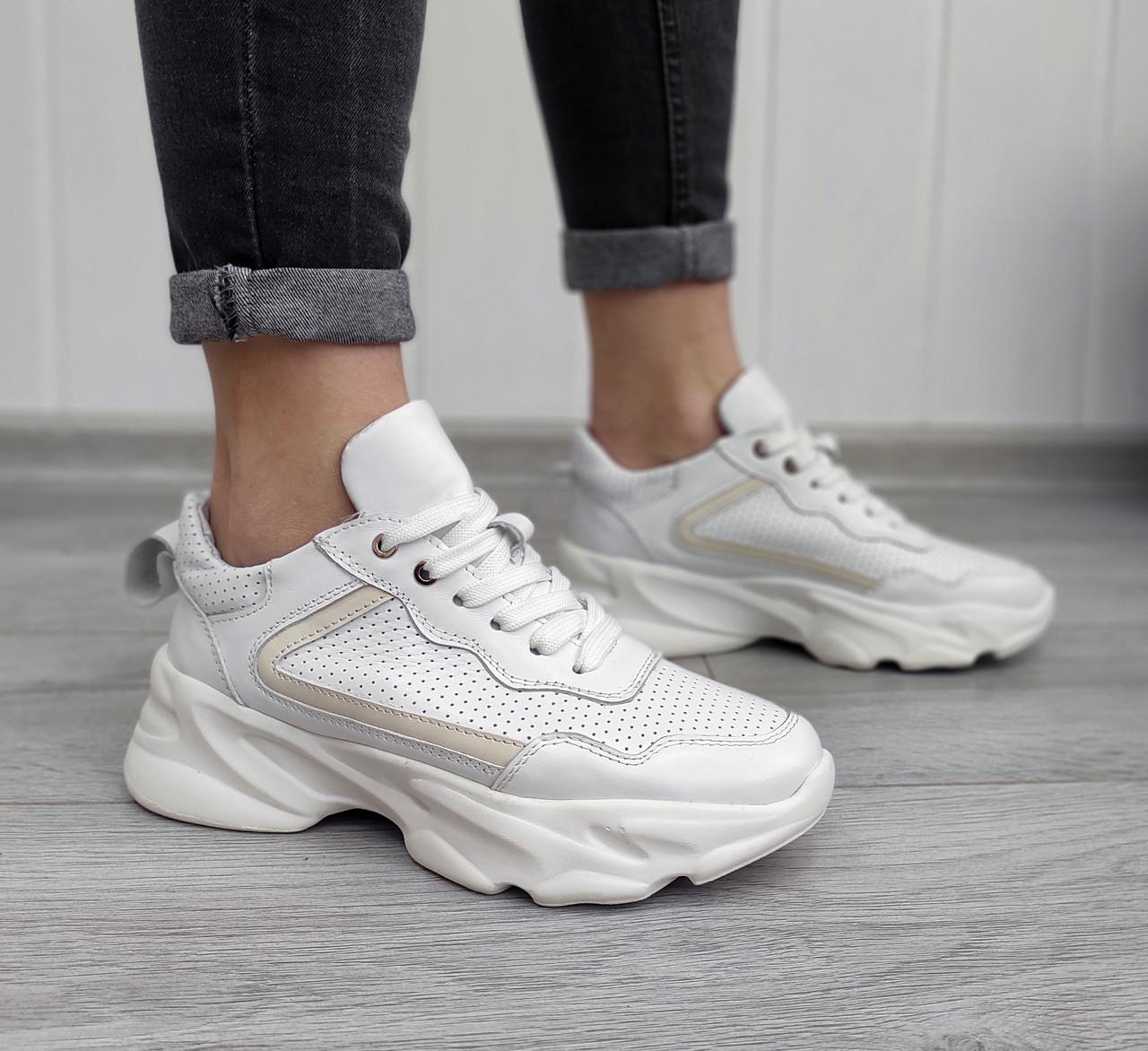 Білі шкіряні кросівки, перфорація наскрізна