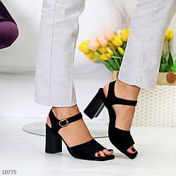 Лаконичные черные женские замшевые босоножки натуральная замша на каблуке