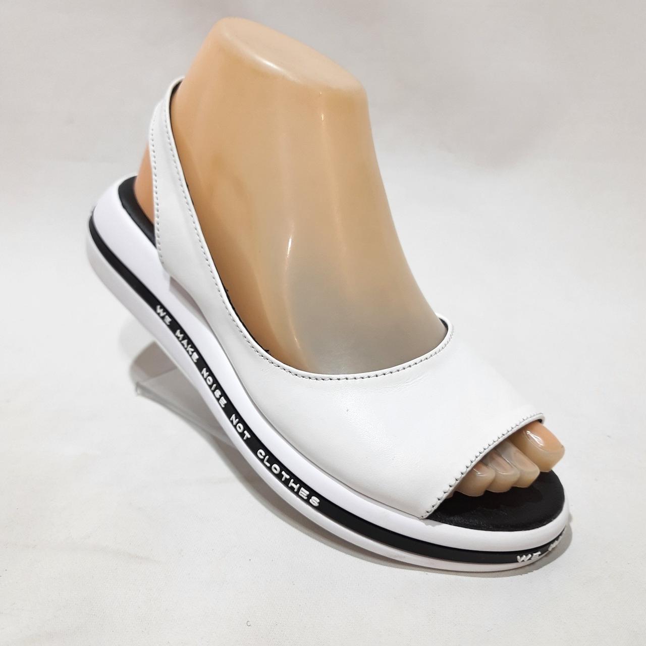 Жіночі сандалі, босоніжки натуральна шкіра на плоскій підошві без застібки Білі