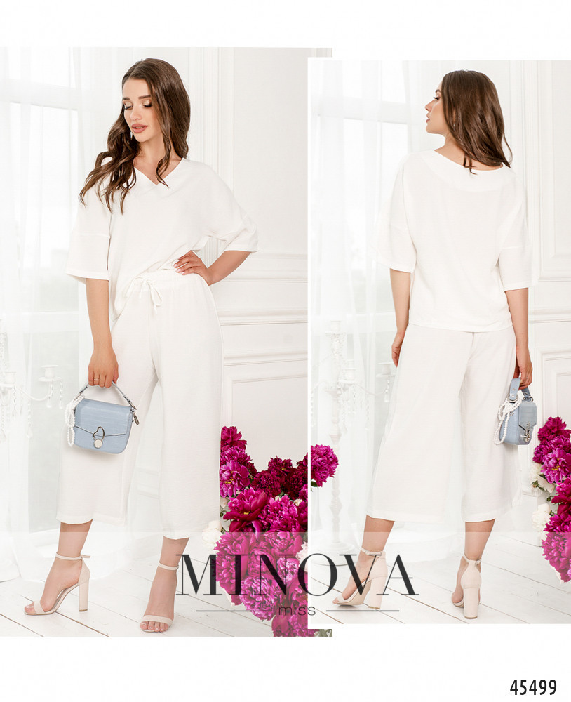 Легкий невесомый белый костюм, состоящий из блузы и укороченных брюк. Размер: 42-44, 44-46
