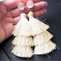 Нарядные длинные серьги кремовые кисточки с камнем, фото 1