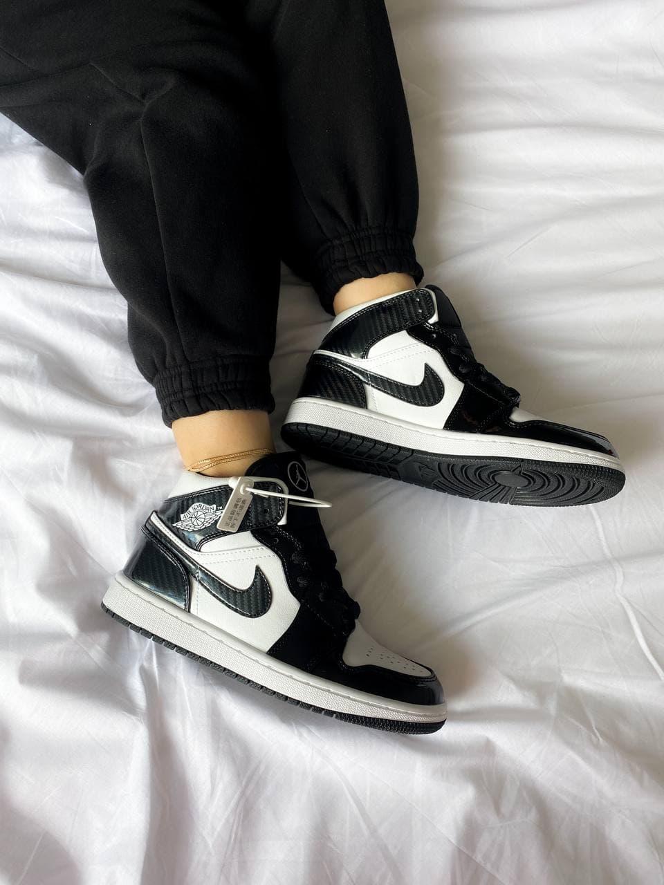 Мужские кроссовки Nike Air Jordan 1 Mid SE ASW Carbon Fiber (черно-белые) крутые модные кроссы К4145