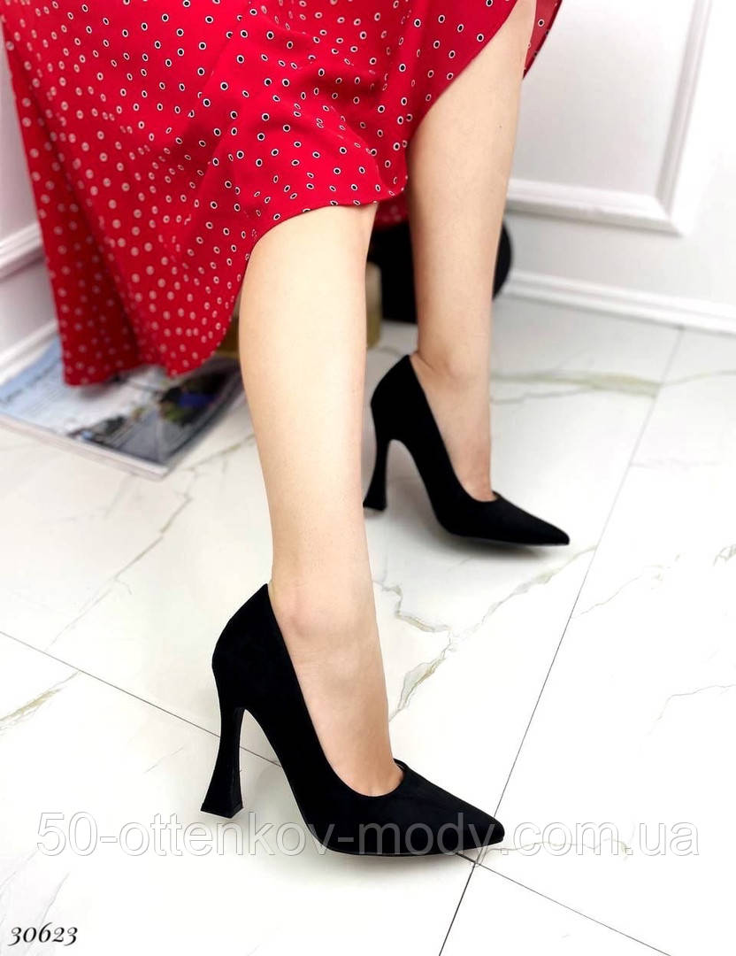 Жіночий класичні туфлі Christian Louboutin на шпильці, каблук чарочка бежеві чорні
