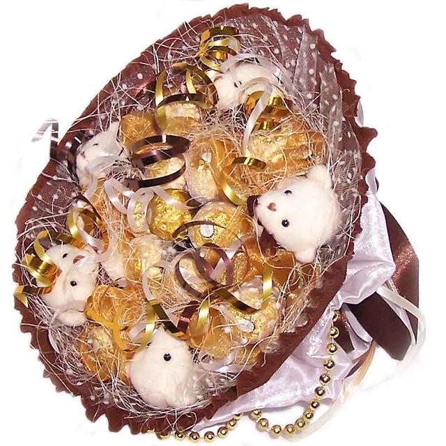Букет из мягких игрушек Мишки с конфетами Ферреро Роше белые 5 5117IT