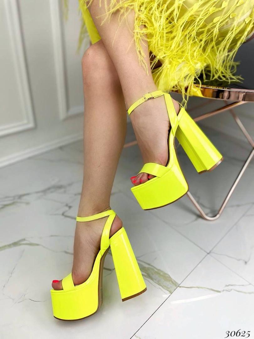Босоножки на высоком каблуке Цвет: салатовый