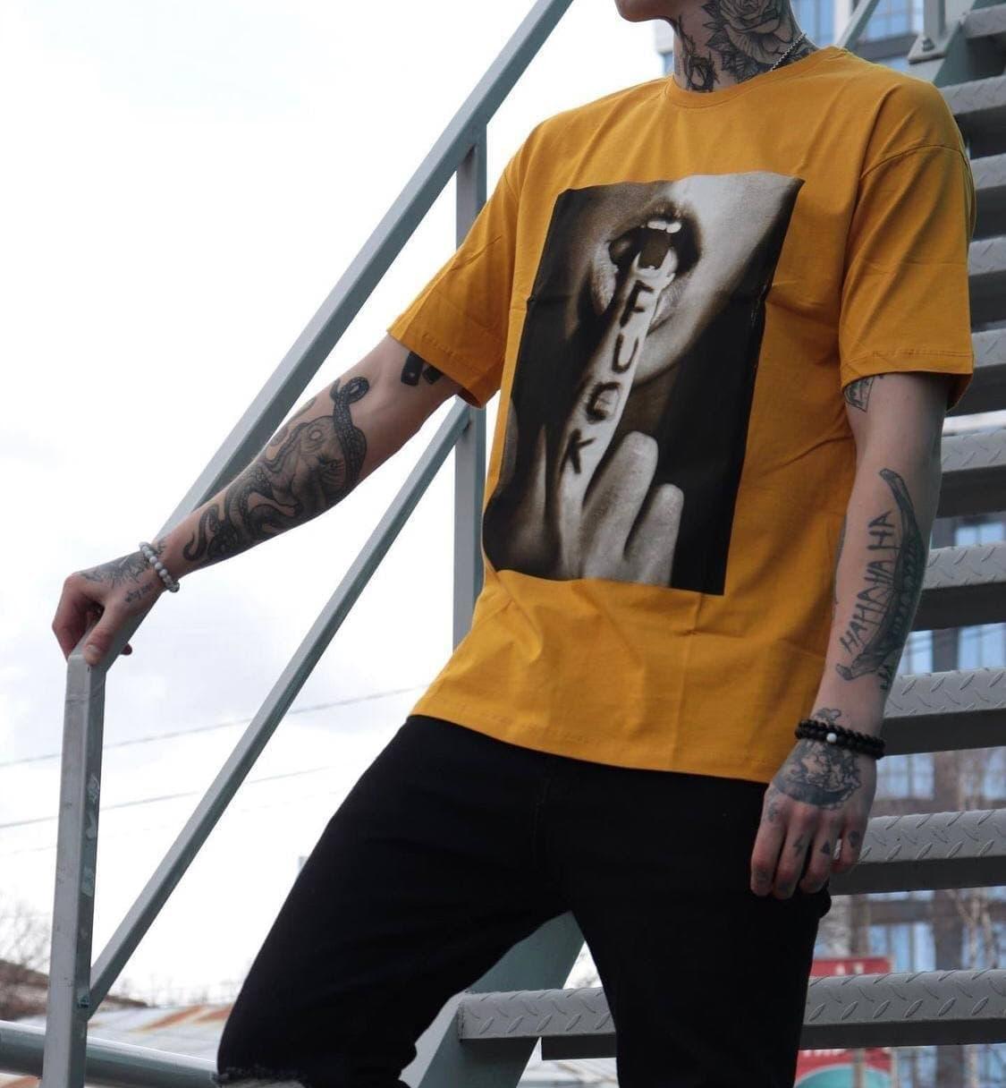 Чоловіча футболка oversize жовтого кольору з принтом