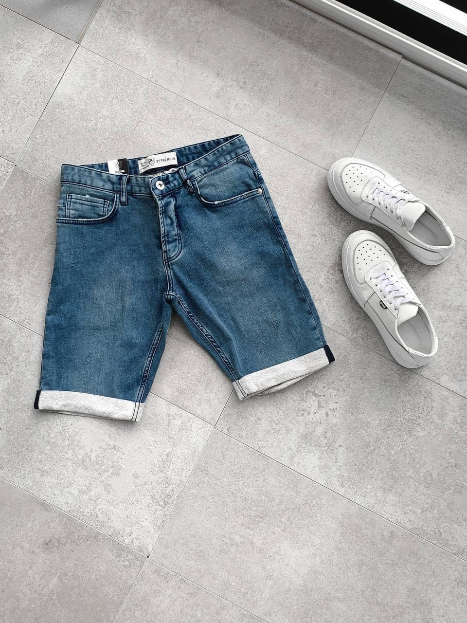 Мужские джинсовые шорты синего цвета