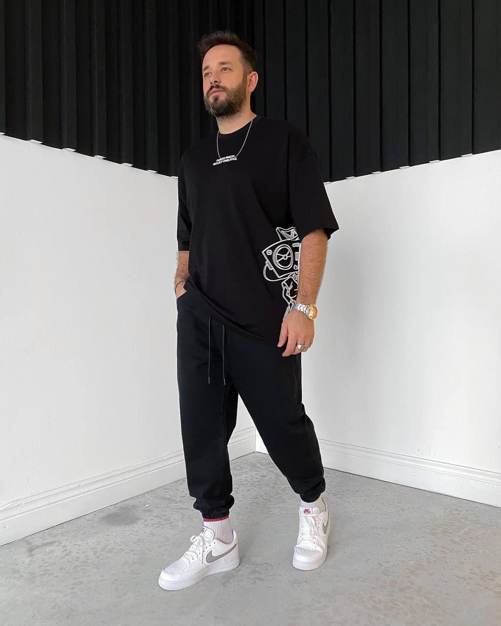 Чоловіча футболка чорна oversize з принтом