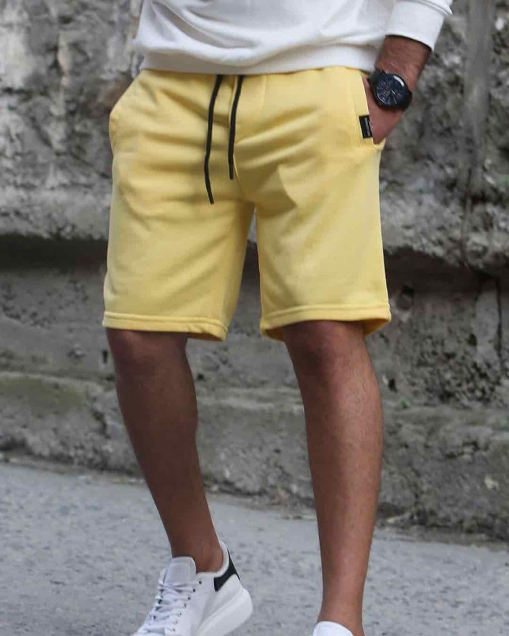 Мужские трикотажные шорты желтого цвета