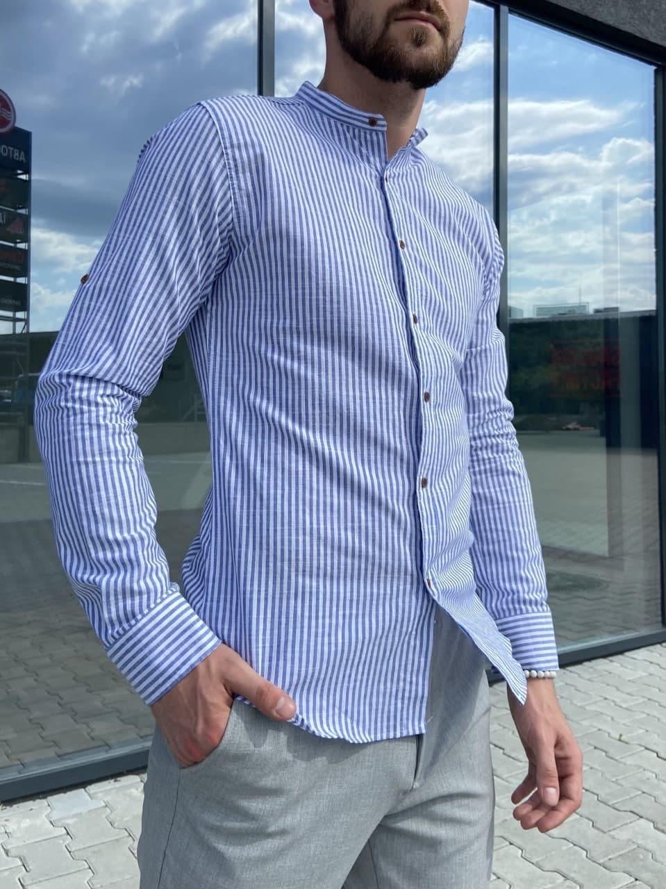 Чоловіча блакитна сорочка в смужку