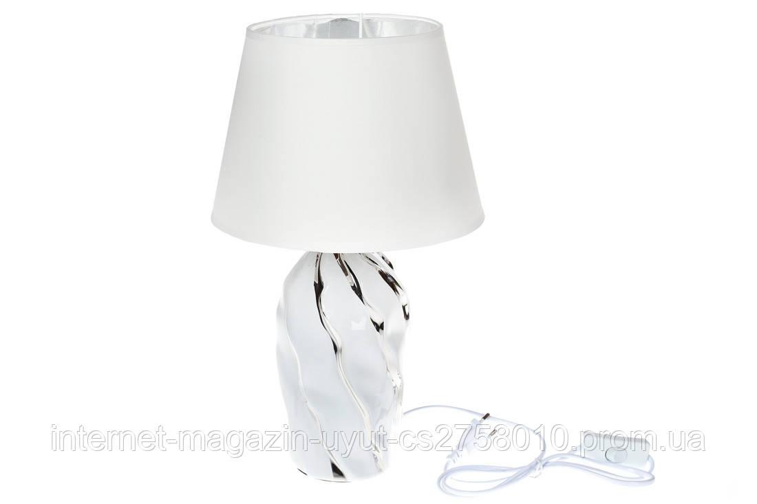Лампа настольная с керамическим основанием и тканевым абажуром с серебристым покрытием внутри, цвет - белый