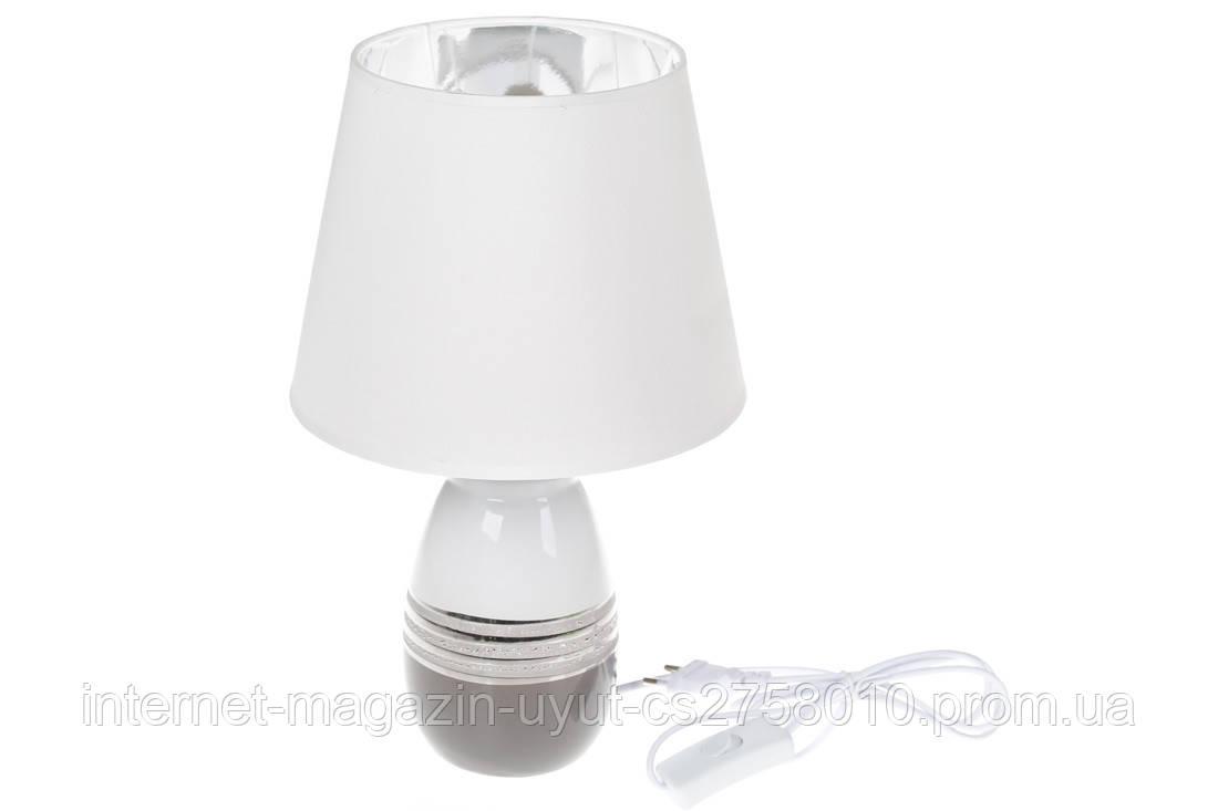 Лампа настольная с керамическим основанием и тканевым абажуром с серебристым покрытием внутри, цвет - серый
