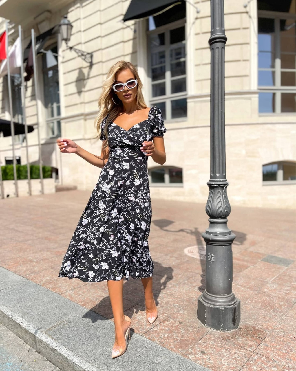 Платье женское длиною миди с красивым декольте