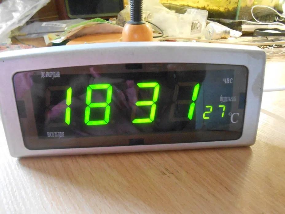 Настольные электронные часы с будильником и термометром CX 818 green, Настольные компактные часы с дисплеем