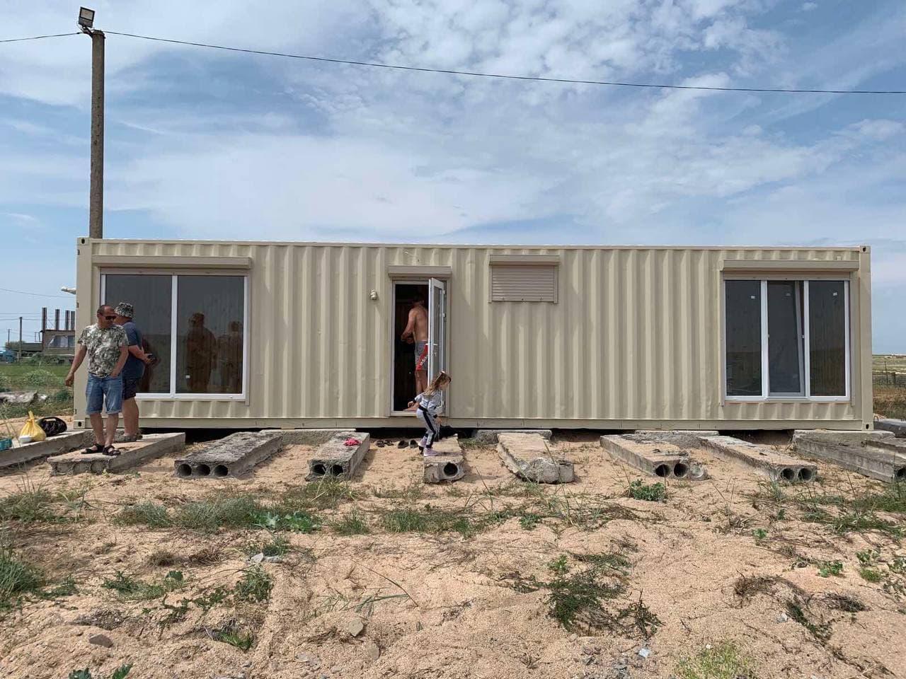 Дачний будинок з контейнера
